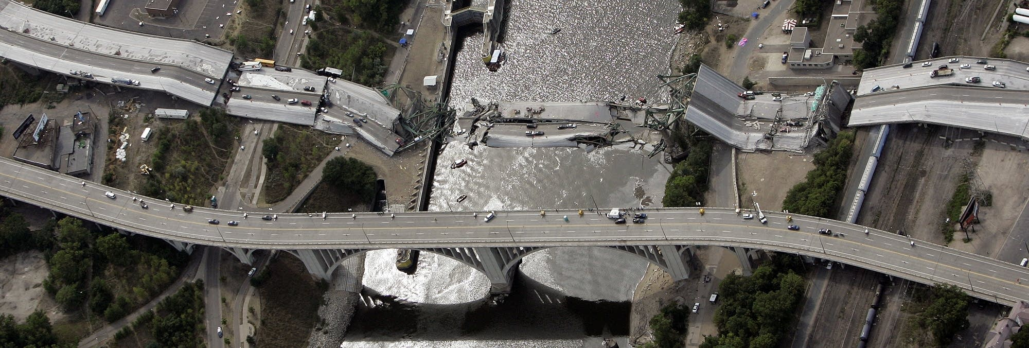 The Interstate 35W-bridge-collapse-2007